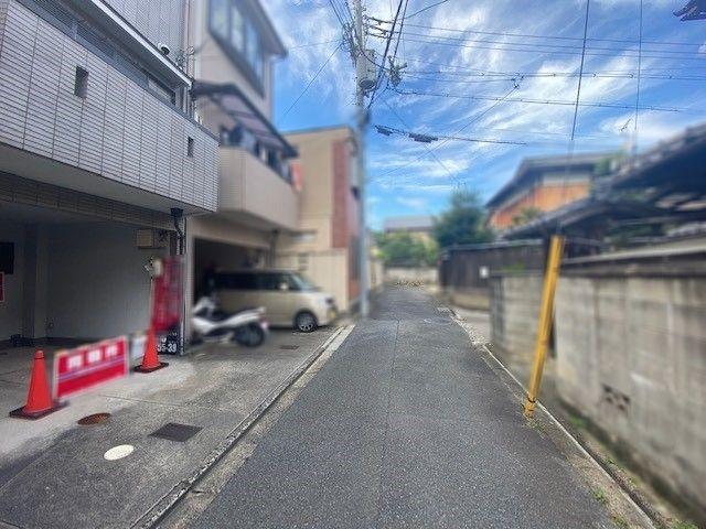 9:【外観】駐車場